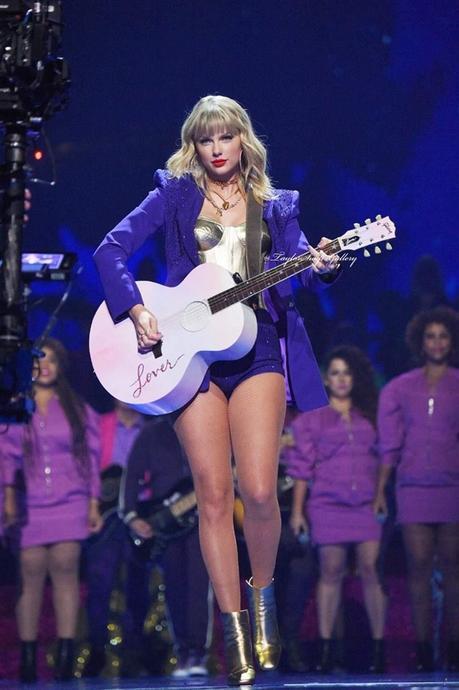 Taylor trình diễn mở màn tại VMA 2019