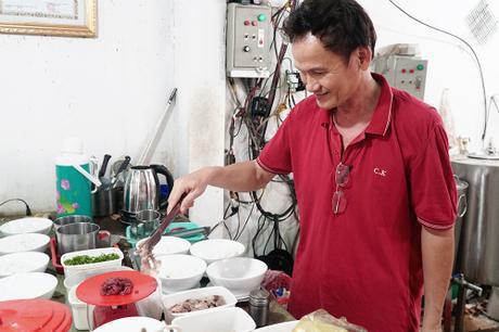 Quán phở dùng cân để tính thịt bán cho khách ở Sài Gòn ảnh 0