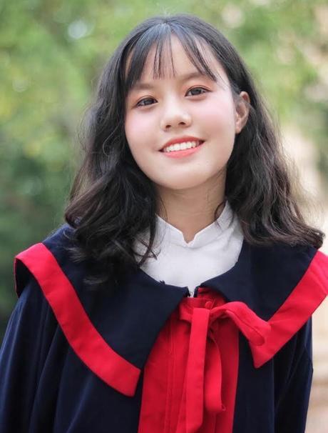 Món quà lớn nhất cô nàng tặng ba mẹ và chính bản thân mình là thành tích học tập hôm nay.