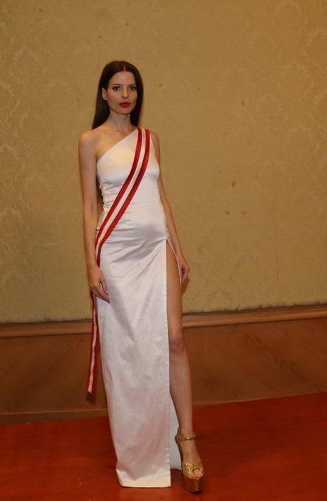 Trang phục dân tộc của đối thủ Thúy An ở Miss Intercontinental bị chê nghèo nàn, ví von giống đồ ngủ ảnh 16