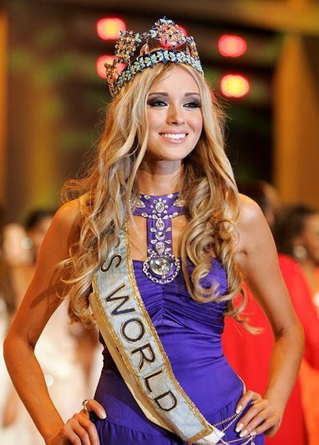 Mỹ nhân xứ bạch dương sở hữu đôi mắt xanh, mái tóc nâu vàng và bản lĩnh sân khấu chuyên nghiệp đã chinh phục được chiếc vương miện Miss World 2008.