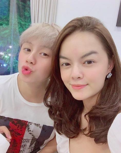 Hình ảnh Phạm Quỳnh Anh chụp ảnh chung cùng nữ diễn viên Bảo Hân từng được nữ ca sĩ chia sẻ.