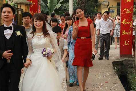 Đám cưới của cả hai diễn ra trong không khí đầm ấm nơi quê nhà.