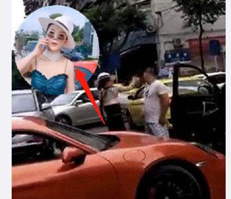 Nữ tài xế xe Porsche bị tát.