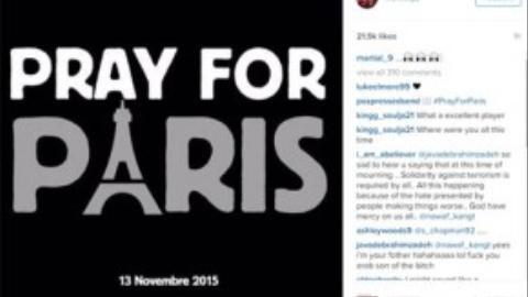 """Anthony Martial đã đăng tải bức ảnh """"Cầu nguyện cho Paris"""" kèm theo ngày tháng diễn ra cuộc khủng bố (13/11)."""