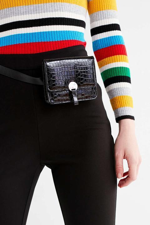 Thiết kế với phần dây có thể điều chỉnh độ dài, ngắn, vừa có thể đeo hông, vừa có thể đeo chéo khiến mẫu túi Teigan này được rất nhiều người đánh giá cao.