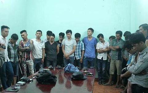 Các đối tượng tham gia vụ ẩu đả đêm 30 Tết bị bắt giữ. Ảnh: VOV