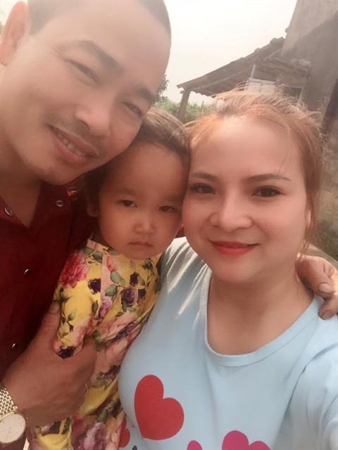 Vợ chồng Phú hạnh phúc bên nhau.