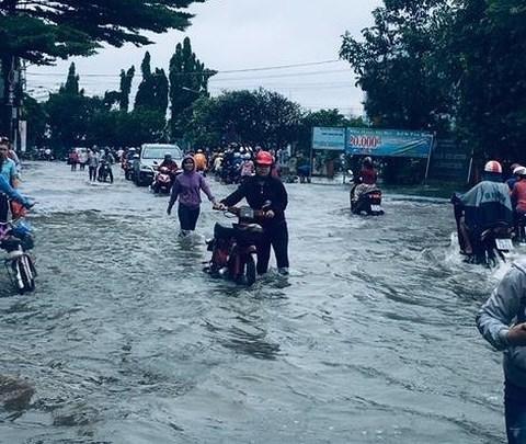Đến sáng nay, nhiều khu vực tại TP HCM vẫn trong tình trạng ngập nặng