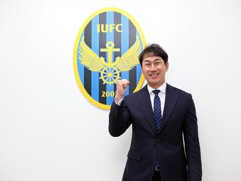 HLV Yoo Sang-chul vừa chính thức trở thành HLV Incheon Unied.