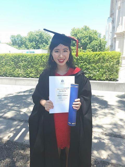 Lily tốt nghiệp bằng y khoa Đại học Melbourne năm 2018.