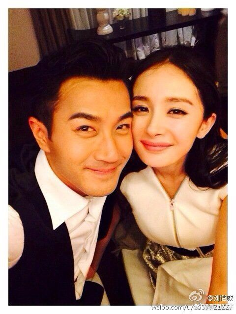 Những điểm giống nhau giữa hai cặp đôi ly hôn Lưu Khải Uy  Dương Mịch và Song Hye Kyo Song Joong Ki ảnh 1