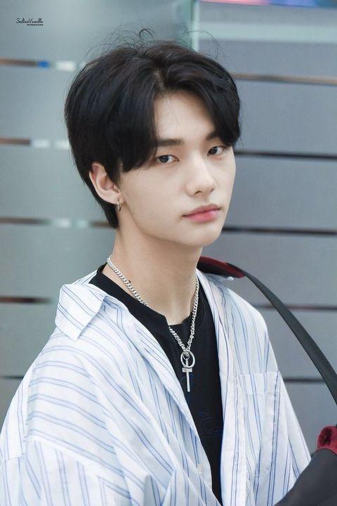 Hyun Jin: 19 tuổi (2000).