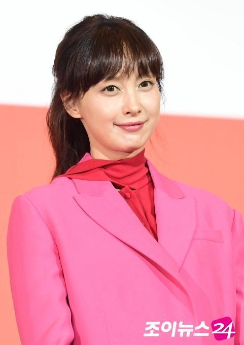 Lee Jong Suk trở về Hàn an toàn sau khi bị tạm giữ ở Indonesia, buộc phải quay bù phim Romance Supplement ảnh 2
