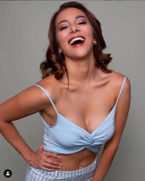 Song nữ MC đã từ chối mọi lời tán tỉnh từ Alexis Sanchez.
