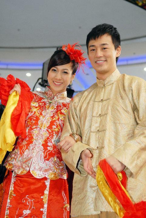 Lâm Phong và Chung Gia Hân là đôi tình nhân màn bạc kinh điển và cũng từng dính nhiều tin hẹn hò sau khi đóng quá ăn ý trong Sóng gió gia tộc và Sức mạnh tình thân