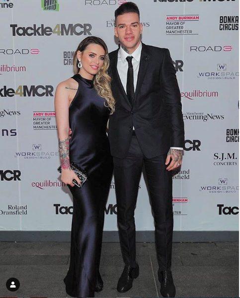 Vợ chồng Ederson trở thành cặp đôi được yêu thích nhất giải Ngoại hạng Anh.