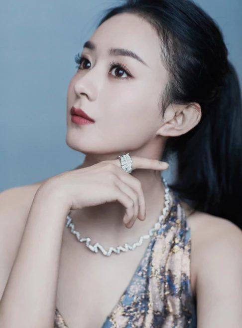 Triệu Lệ Dĩnh dấn sân vào thời trang, chiếm giữ vị trí trung tâm tại đêm từ thiện Bazaar 2019? ảnh 0