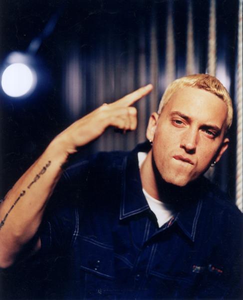 """""""Rap God"""" đã từng nhiều lần bị vướng hoạ vào thân vì không kiểm soát được lời nói của mình."""