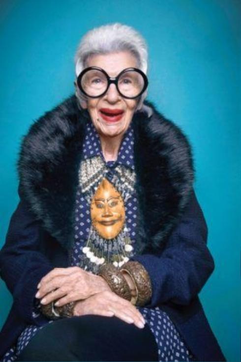 """Trang sức phong cách vintage chiếm đa số trong """"kho tàng"""" phụ kiện thời trang của bà."""