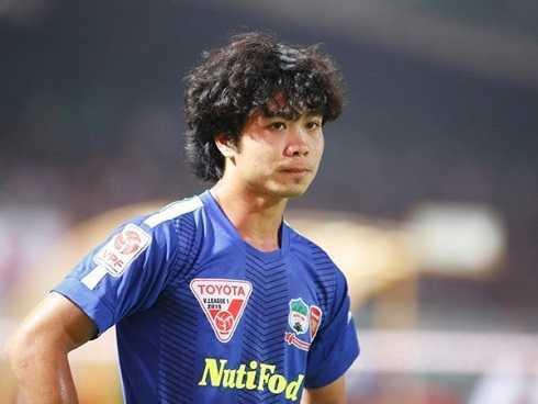 Mái tóc xoăn nghệ sĩ mà CP10 để trong quãng thời gian đầu thi đấu ở V-league