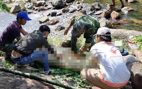 Thi thể người đàn ông được người dân phát hiện tại suối Khe Mét 3. Ảnh: Infonet