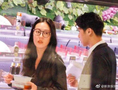 Tiểu hoa TVB Đường Thi Vĩnh bị nghi có tình mới, ngọt ngào dạo siêu thị và về nhà qua đêm ảnh 1