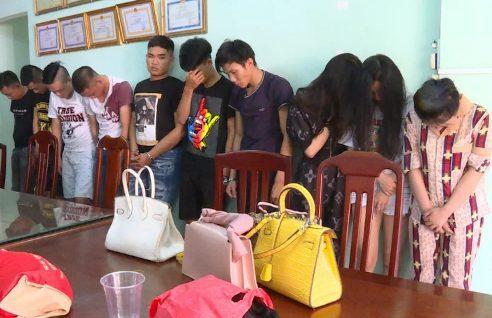 """Nhóm dân chơichạy ôtô đắt tiềntừ Sài Gòn xuống Vũng Tàu mở """"tiệc"""" ma túy. (Ảnh: Vnexpress)."""