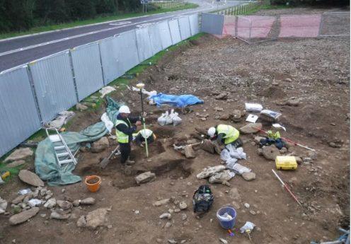 Khu vực những ngôi mộ cổ được khai quật