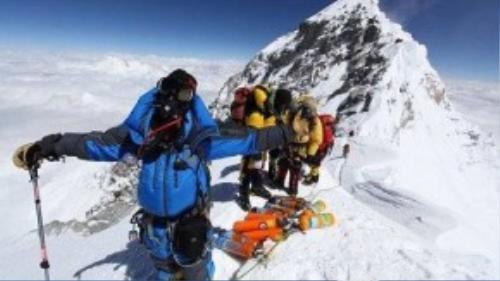 Luật mới cấm những người không chuyên leo núi sẽ được ban hành trước mùa xuân năm sau.