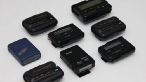 Máy nhắn tin là thiết bị giúp nhiều người giữ liên lạc với nhau trước khi điện thoại di động ra đời.