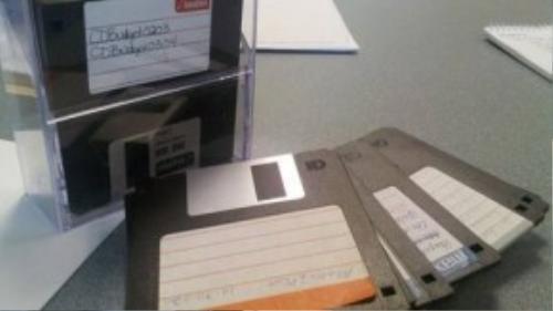 Trước khi USB ra đời, đĩa mềm chính là thiết bị giúp lưu trữ dữ liệu.