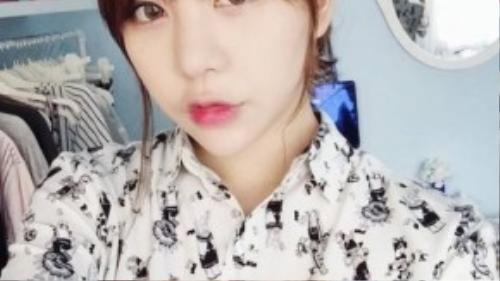 Sau khi du học từ Hàn Quốc trở về, ngoại hình của Hạt Mít đã có sự lột xác. Đặc biệt với việc cắt mí mắt, được điểm tô bằng contact lens, trông cô nàng trở nên đáng yêu không khác gì các ulzzang xứ kim chi.