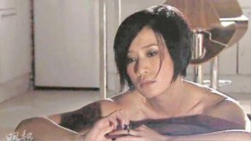 """Bộ phim truyền hình Thiên và Địa với sự tham gia của hai diễn viên hot Xa Thi Mạn và Trần Hào đã khởi quay từ năm 2009 nhưng đài TVB liên tục lùi lịch chiếu của phim, khiến cho các fan """"dài cổ"""" chờ đợi. Sau gần 2 năm trì hoãn, cuối cùng tác phẩm này cùng chính thức lên sóng đài TVB bắt đầu từ ngày 21/11."""