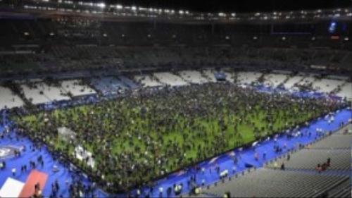 Nhưng bên cạnh niềm vui chiến thắng bóng đá, Pháp tràn ngập đau thương sau hàng loạt vụ tấn công nổ bom liều chết.