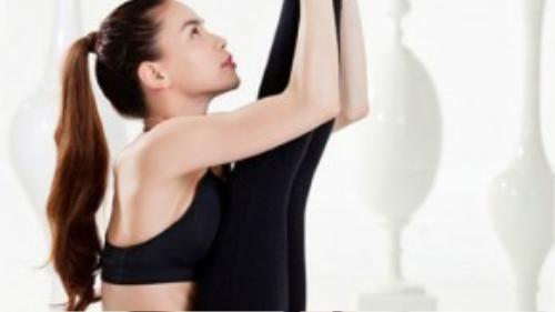 Tập luyện Yoga giúp Hồ Ngọc Hà luôn dẻo dai và xinh đẹp.