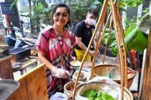 Nghệ sĩ Xuân Hương bên gian bếp của mình.