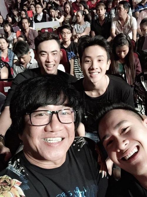 Anh khá thân thiết với nghệ sĩ Nguyên Lộc - người quản lý, thân cận nhất của Hoài Linh.
