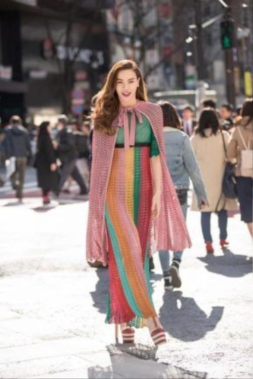 """Hà Hà """"tỏa sáng"""" trên đường phố Nhật."""