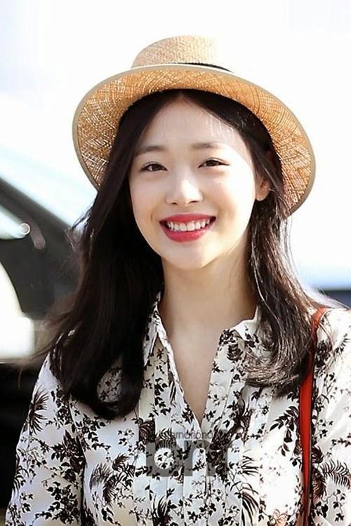 Mặc dù nụ cười không hoàn hảo nhưng cô nàng Sulli vẫn luôn nở nụ cười đáng yêu mọi lúc mọi nơi
