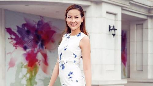 Dù sở hữu nụ cười hở lợi nhưng Khánh Ngân- Á quân The Face Việt Nam 2016 vẫn khiến người xem luôn ấn tượng với nụ cười rạng rỡ. Có thể nói rằng khó ai có thể cưỡng lại vẻ ngọt ngào khi cô nàng nở nụ cười.