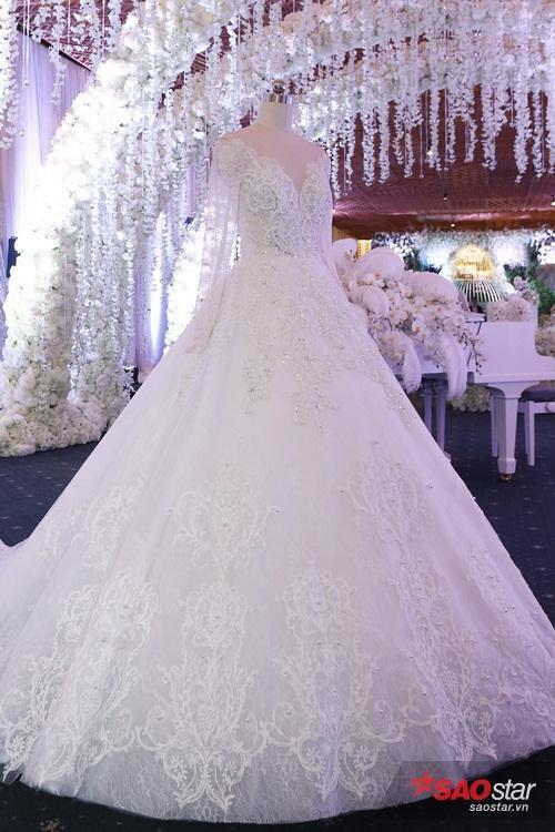 Cận cảnh chiếc váy cưới giúp Hari thành công chúa nhỏ.