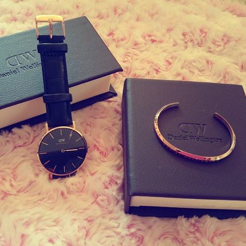 Sang trọng, cổ điển hay hiện đại, cá tính là điều bạn hoàn toàn có thể biến đổi được khi sử dụng đồng hồ Daniel Wellington và vòng tay Classic Cuff.