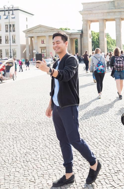 Một số hình ảnh của MC Phan Anh tại châu Âu được anh chia sẻ trên trang cá nhân.