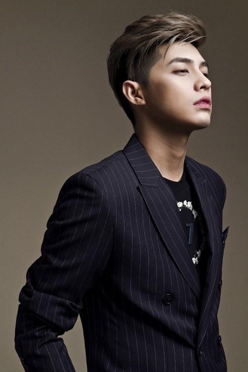 Sau thẩm mỹ, Đức Phúc được ví như Noo Phước Thịnh  Song Joong Ki  Xiu Min (EXO) ảnh 9