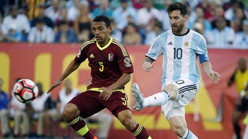Argentina cũng gây thất vọng khi Messi và đồng đội bị Venezuela cầm hòa 1-1, qua đó bỏ qua cơ hội chiếm vị trí nhì bảng của Colombia.