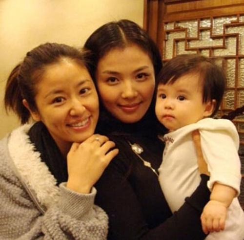 Cả hai thân thiết nhân dịp sinh nhật con gái Lưu Đào.