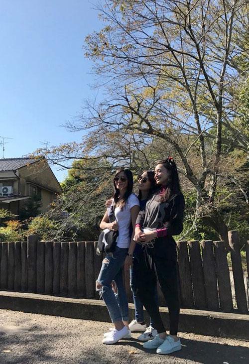 Những cô nàng U40 vui vẻ trên đất Nhật.