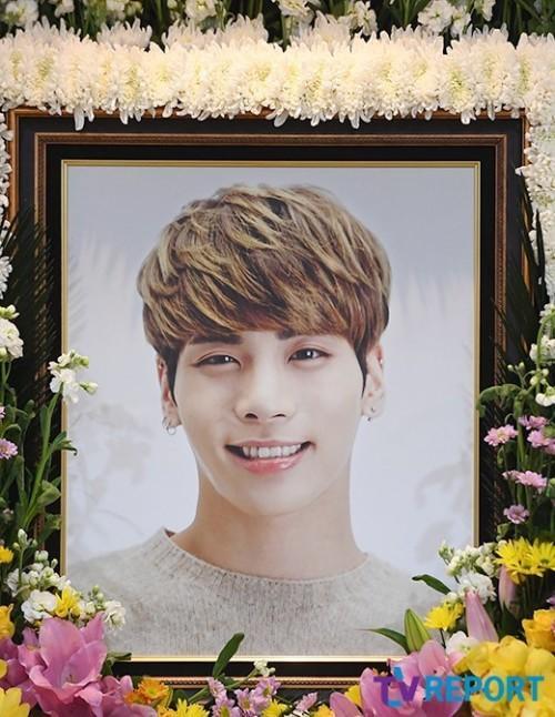 Các fan tại Hà Nội đã cùng nhau tụ họp để cùng tưởng niệm sự ra đi của Jonghyun.