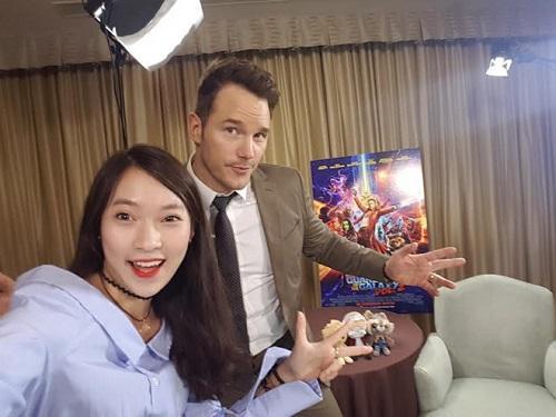 """Trước khi được biết đến là MC thuyết minh trực tiếp tại sự kiện trao giải Oscar 2017, Khánh Vy đã được mọi người gọi với cái tên thân mật """"hot girl nhại 7 thứ tiếng"""". Ảnh: VNE."""